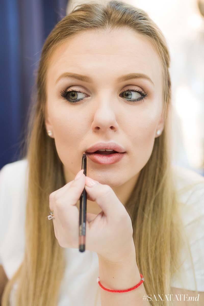 карандаш для губ AVON
