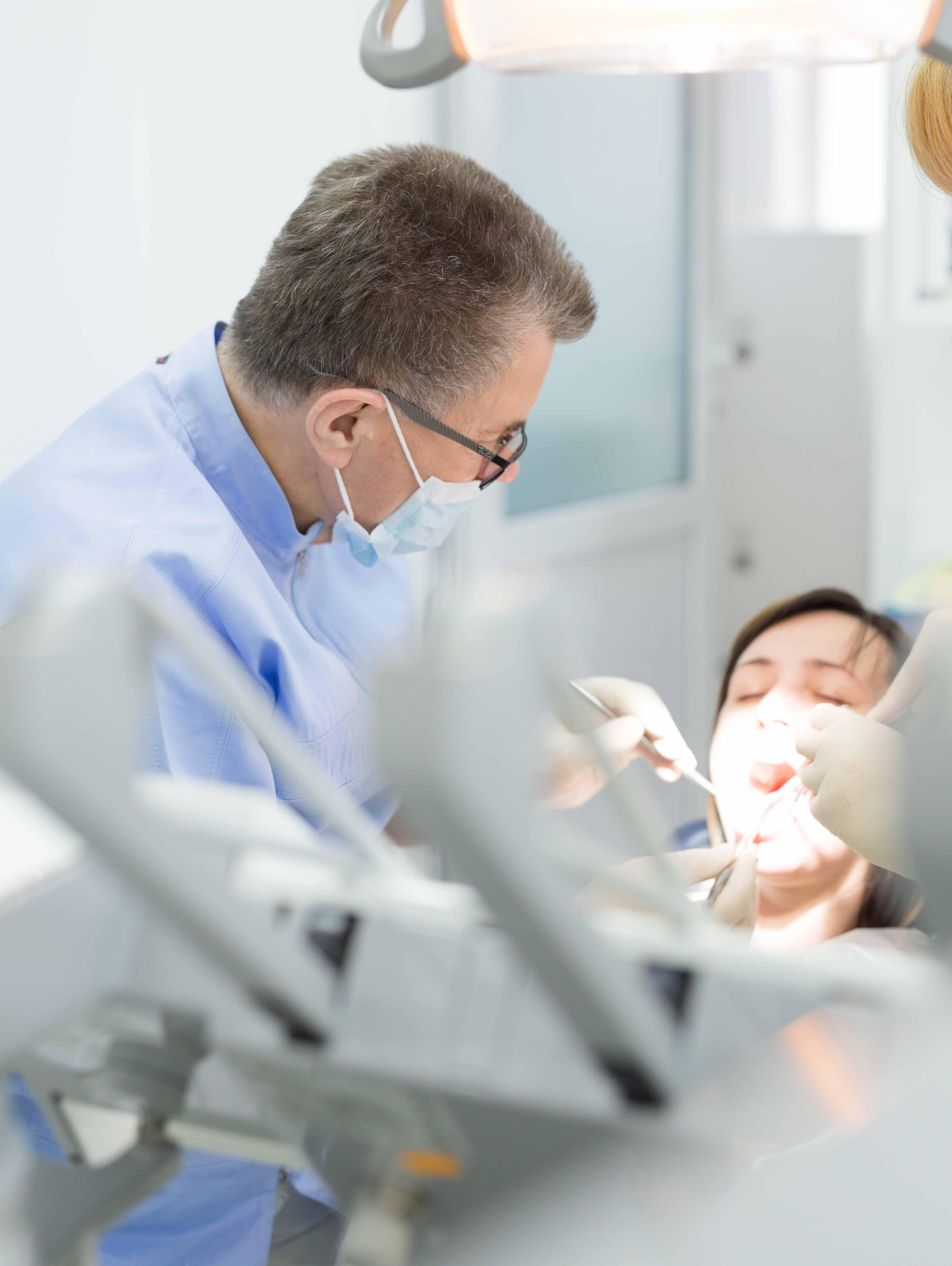 Ультразвуковая чистка зубов в Сaracas Dental