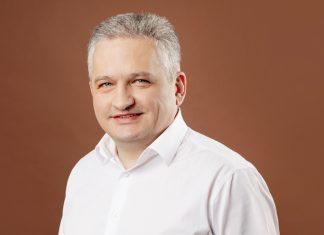 ДЕНИС БУМАКОВ коммерческий директор Sandra