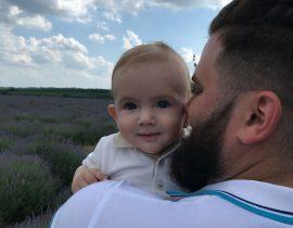 Daniel, 8 luni